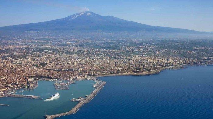 Расстояние от аэропорта Катании до Чефалу, Палермо, Таормины: http://siciliya-italiya.ru/siciliya-info/30-rasstoyanie-ot-aeroporta-katanii.html